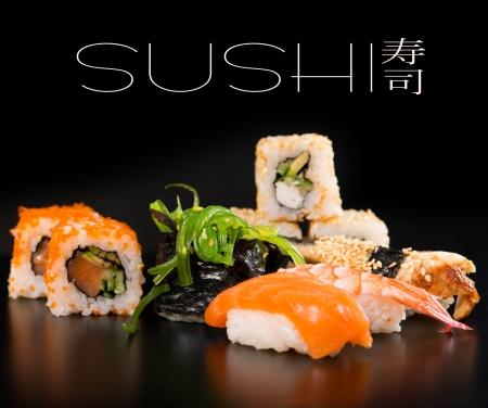 Sushi conjunto sobre negro Foto de archivo - 18005695