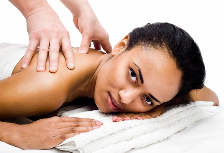 massaggio collo: Piuttosto giovani donne che riceve il massaggio in un centro termale