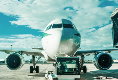 elevated walkway: The plane at the airport on loading
