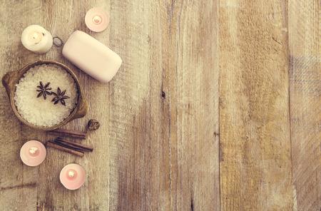 productos naturales: Composición de tratamiento de spa en la mesa de madera