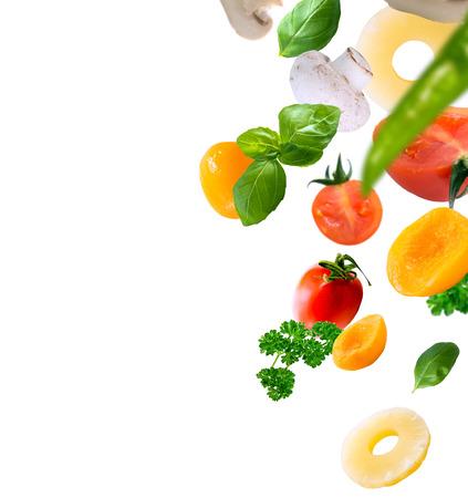 alimentacion sana: ingredientes de alimentos saludables en un fondo blanco
