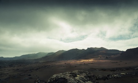 Vulkan und Lava-Wüste. Lanzarote, Kanarische Inseln Standard-Bild - 40465281