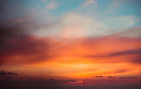 Vurige avondrood. Mooie wolken
