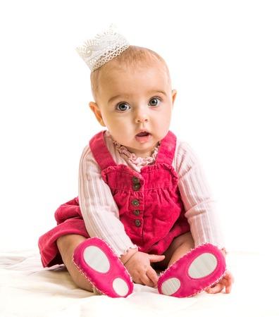 petite fille avec robe: mignonne petite fille de six mois en costume de princesse Banque d'images