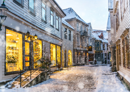 diciembre: La parte histórica de la ciudad. Bergen, Noruega