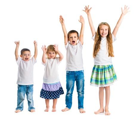 Lachende kinderen met armen omhoog geïsoleerd op een witte achtergrond Stockfoto - 45297112