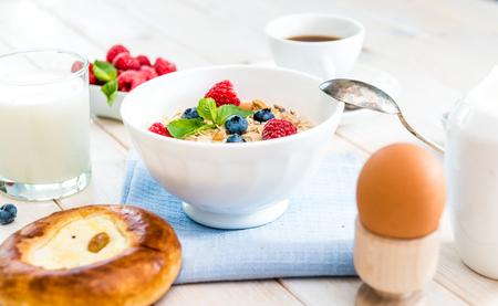 avena: un delicioso plato de cereales con bayas