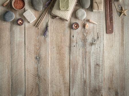 productos naturales: Composición de los temas de tratamiento de spa en la mesa de madera con espacio para texto. Vista superior