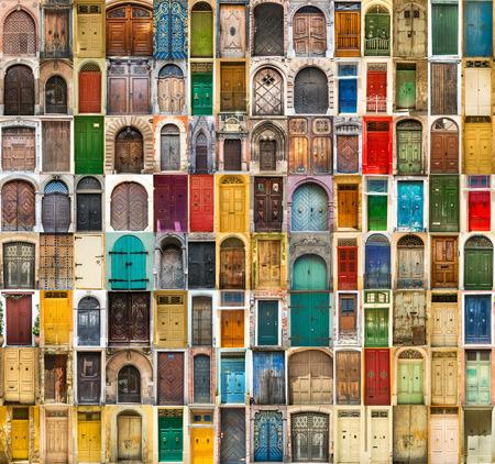 ヨーロッパの古い地区のドアの写真を設定します。 写真素材