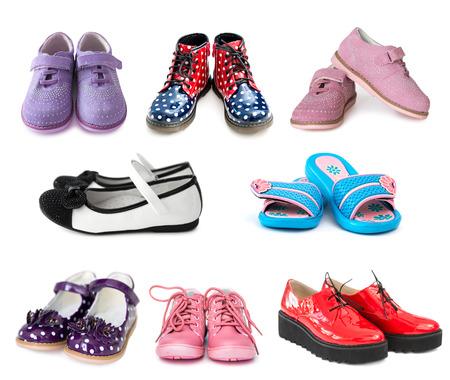 zapato: collage de diferentes niños zapatos aislados en el fondo blanco