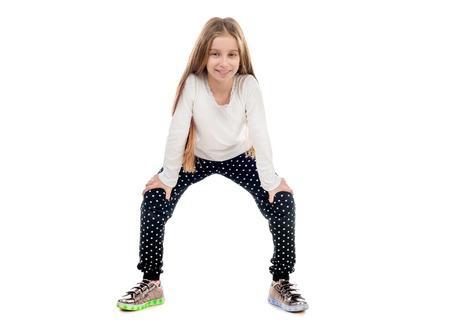 niño modelo: niña bonita bailando con un truco en los dedos