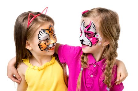 twee kleine meisjes met beschilderde gezichten