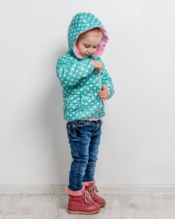 chaqueta: niña de fijación de la chaqueta azul
