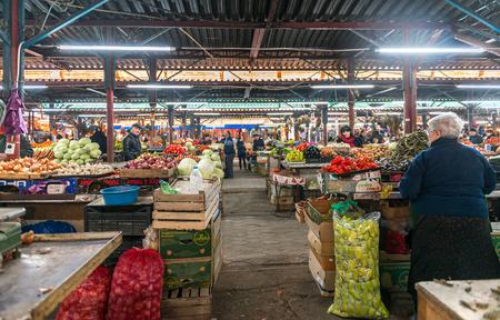 クタイシ、グルジア、nowember、05、2016 年までにジョージア州の農家と地元の市場の果物と野菜のクタイシ、グルジア、11 月 05 日: ワイド varitety