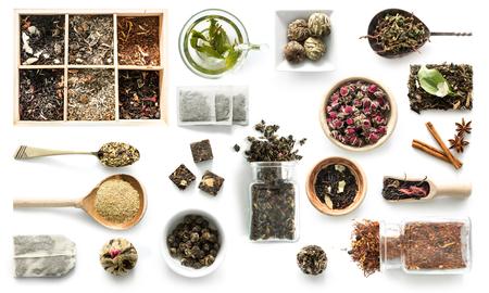 Diverse soorten thee, rustieke servies, kaneel, topview