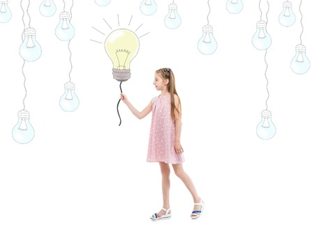 십 대 소녀 전구, 아이디어 및 창의력을 들고