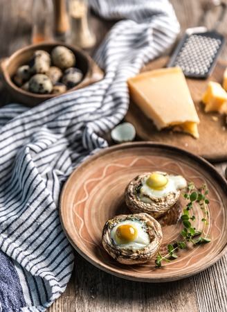 Stuffed mushrooms with quail eggs and parmesan cheese. Zdjęcie Seryjne