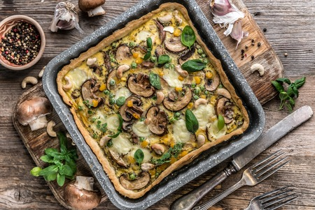 Homemade mushrooms pie on a wooden background. Imagens