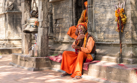 Sadhu holy men in front of Pashupatinath temple in Kathmandu. 報道画像