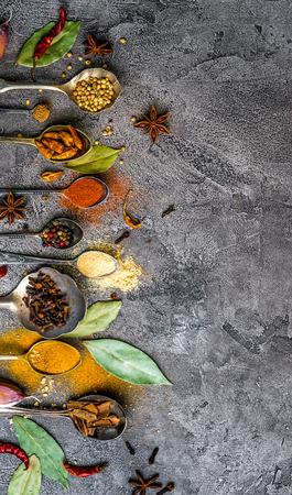 spices on white wooden background Zdjęcie Seryjne - 92863897