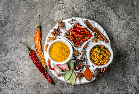 spices on a gray concrete background Zdjęcie Seryjne - 92863905