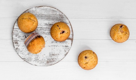 homemade muffins on a white wooden background 스톡 콘텐츠