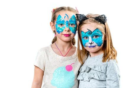 Twee meisjes met gezichtsschilderijen