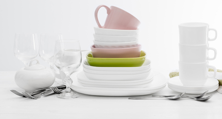 Pile of colourful square dishes and cups Stockfoto