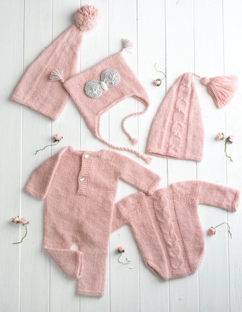 Pink knitted clothes for babies 스톡 콘텐츠