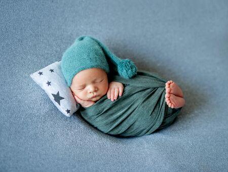 Kleines Baby schläft süß Standard-Bild