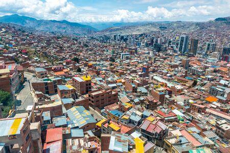 Vista superior de los suburbios bolivianos
