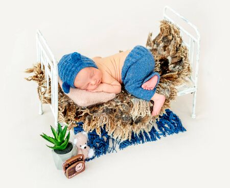 Cute boy in blue bonnet sleeping Standard-Bild