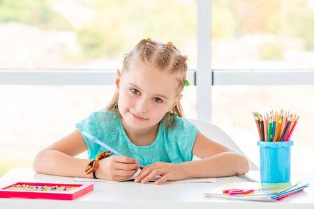 Niña de la escuela, sonriente Foto de archivo