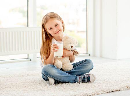 Child drinking milk Imagens