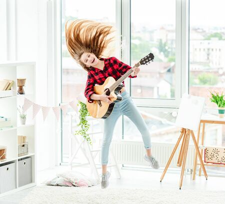 Young girl with guitar in jump 免版税图像