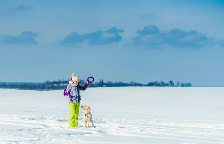 Cute girl playing with dog 免版税图像