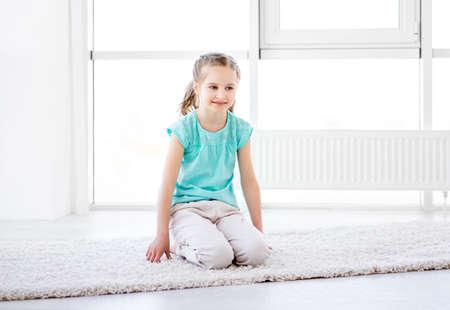 Little girl doing workout Banque d'images