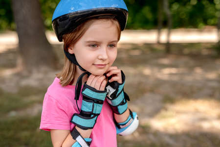 Little girl in sport protective equipment 版權商用圖片