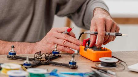 Quadcopter repairing process 스톡 콘텐츠