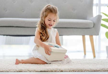 Child girl with gift box Archivio Fotografico