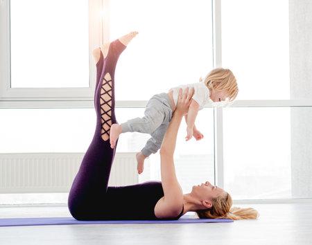 Mother and child practicing yoga Archivio Fotografico