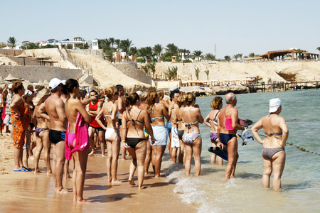alarmed: Many holiday-makers of people on a beach in Egypt alarmed look ahead on a sea Editorial