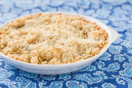 to crumble: crumble with rhubarb and apple.
