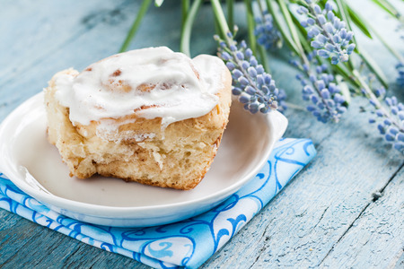 icing: Buns, rolls with icing on the grid. Stock Photo