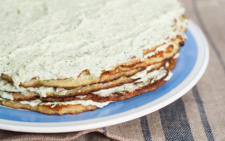 mayonesa: Capa de pastel de calabac�n y mayonesa.