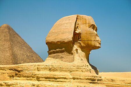 esfinge: Las Pirámides y la Esfinge de Gizeh. Egipto. Septiembre de 2008.