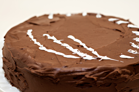 grit: Round chocolate cake sprinkled with white chocolate grit. Stock Photo