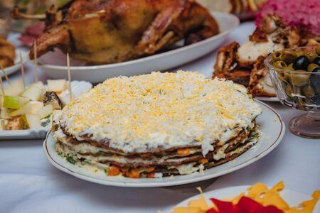 Festive home table, snacks, duck, stuffed pike fish Zdjęcie Seryjne - 130757009