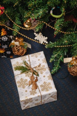 A variety of wrapped gifts under a festively decorated Christmas tree. Life style. 版權商用圖片