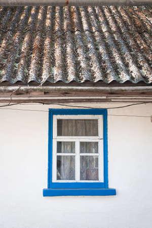 old window outside a rustic white house 免版税图像
